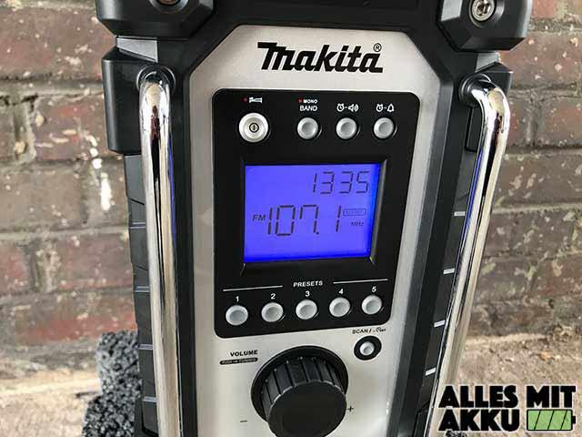 Makita DMR107 Display