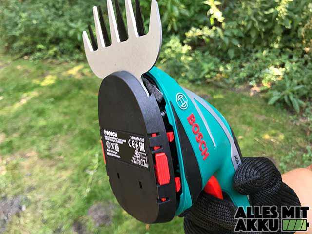 Griff der Bosch DIY Akku-Grasschere AGS Aufsatz Klemmt