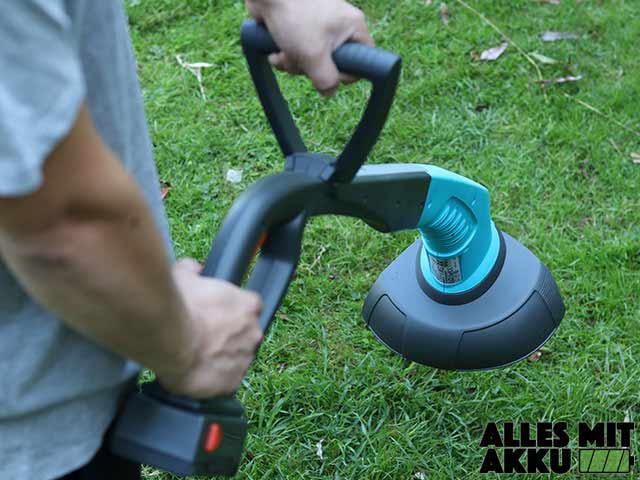 GARDENA Trimmer SmallCut 300 in der Hand Hinten