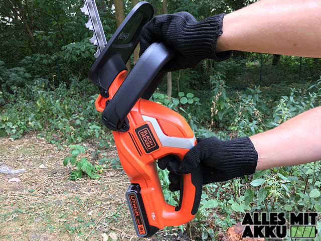 Black + Decker GTC1845Li20 in der Hand
