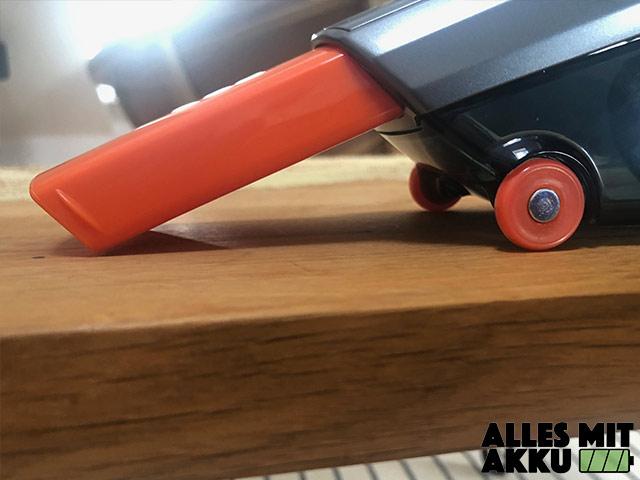 Akku Handstaubsauger Test AEG ECO HX6-35TM Laufrollen