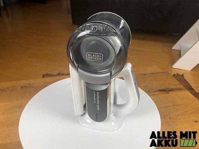 Akku Handstaubsauger Test Black+Decker 18V Litium Dustbuster Pivot auf Ladestation
