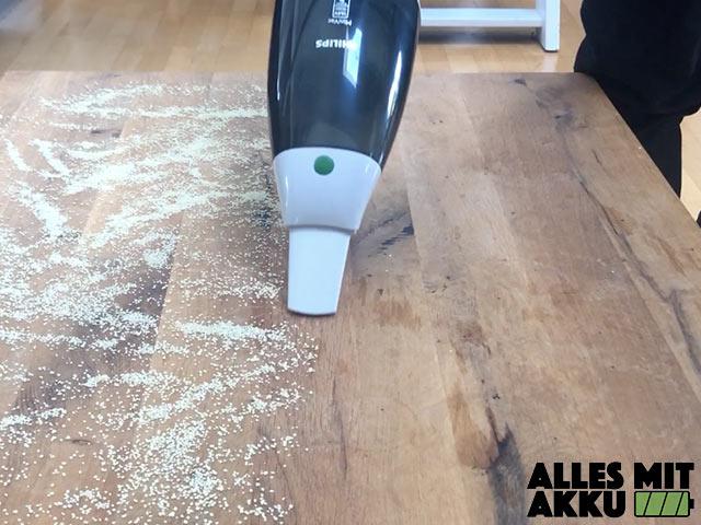 Philips Akku Handstaubsauger im Test