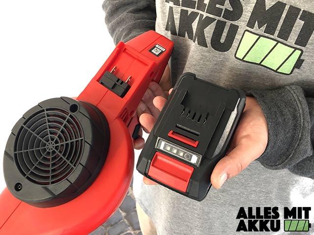 Akku Laubbläser Einhell GE-CL 18 Li E Set Power X-Change Akku Aufnahme