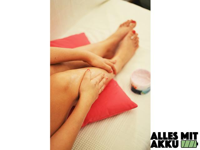 Eingewachsene Haare - Beine eincremen 1