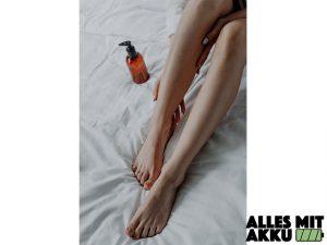 Haarentfernung im Intimbereich - Beine Öl