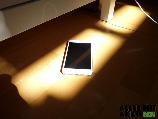 Mein Handy wird heiß - Smartphone in der Sonne