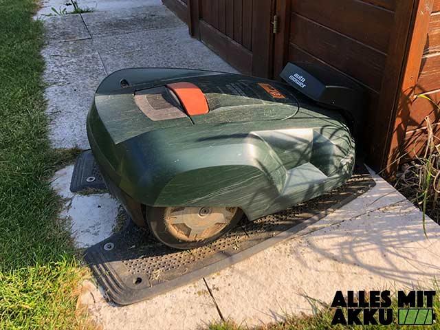Mähroboter Garage - Aufladen
