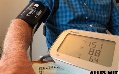 Blutdruck richtig messen – so  gelingt dir die Blutdruckmessung zu Hause