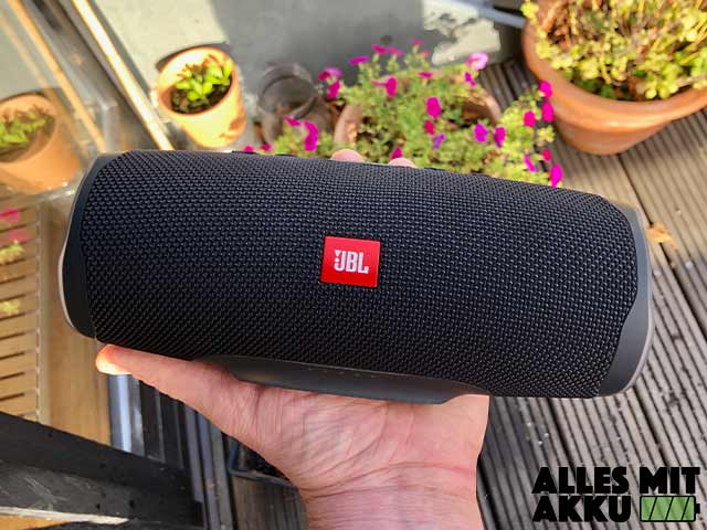 JBL Charge 4 Test - In der Hand