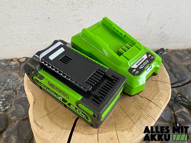 Greenworks G40CS30K2 Test - Akku Ladegerät 2